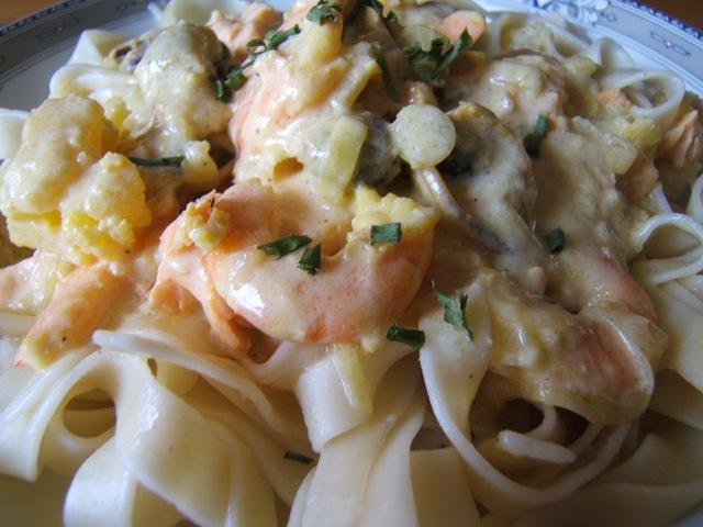 Recette tagliatelles aux fruits de mer et sa cr me safran la cuisine de martine - Pates aux fruits de mer vin blanc ...