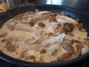Recette aiguillettes de poulet aux marrons la cuisine de martine - Cuisiner le poulet en sauce ...
